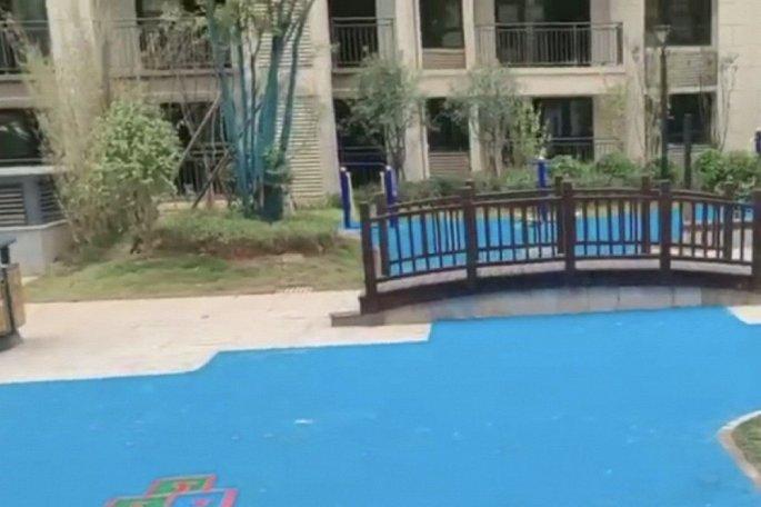 Công ty Trung Quốc dựng hồ nhựa, xây cầu mô hình trên cạn lừa khách mua nhà - Hình 2