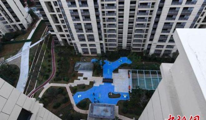 Công ty Trung Quốc dựng hồ nhựa, xây cầu mô hình trên cạn lừa khách mua nhà - Hình 1