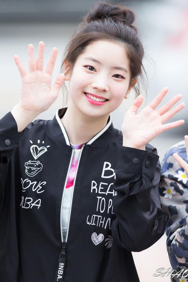 Dahyun (twice) và dàn idol sở hữu mắt cười một mí đẹp lạ - Hình 1