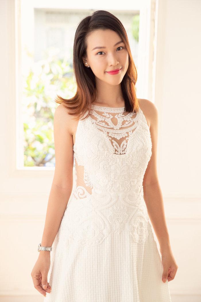 Hoàng Oanh tất bật thử váy cưới, hạnh phúc rạng ngời trước thềm hôn lễ - Hình 1