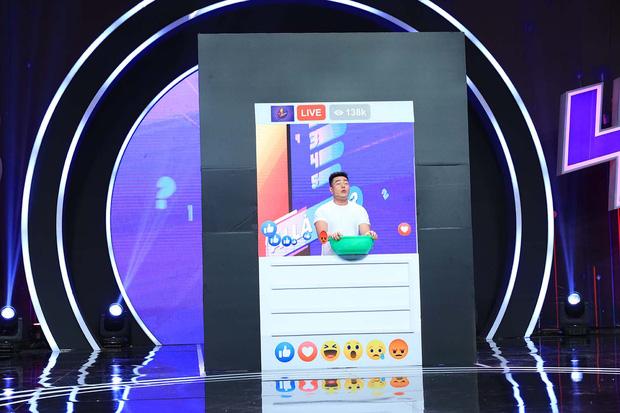Lê Dương Bảo Lâm trổ tài bán kem trộn trên truyền hình, đòi block hết dàn sao Việt - Hình 2