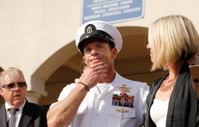Tổng thống Trump mâu thuẫn với hải quân Mỹ về đặc nhiệm SEAL tai tiếng - Hình 1