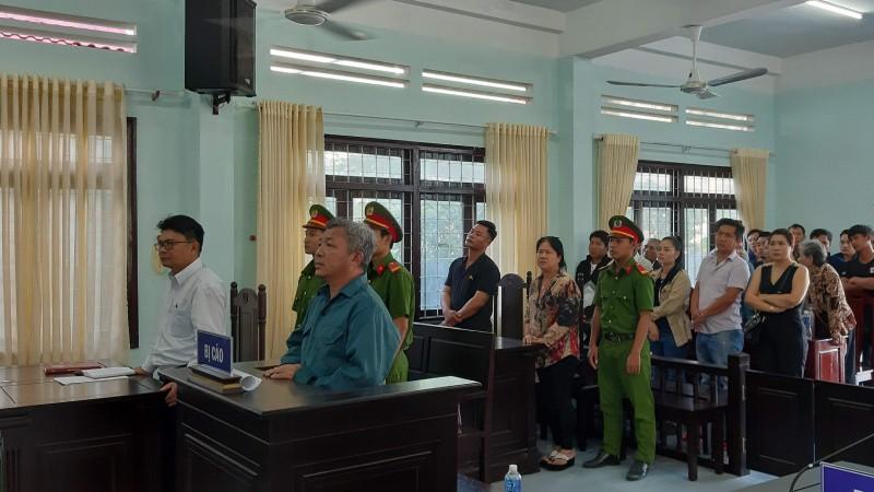 Vụ xô xát vì bị tháo biển số xe tại Bình Thuận: Tòa trả hồ sơ yêu cầu điều tra bổ sung - Hình 1