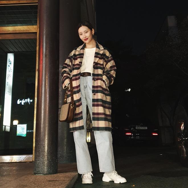 Nhìn Sunmi lên đồ, cô nàng nào cũng găm được cả tá chiêu sơ vin xịn sò, nâng level mặc đẹp hẳn chứ không đùa đâu - Hình 1