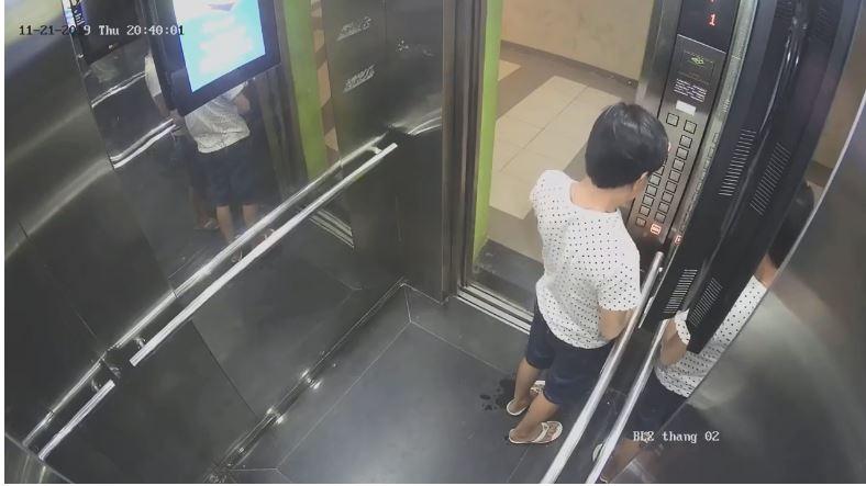 Cận cảnh người đàn ông tiểu bậy trong thang máy, dân mạng bức xúc: 'Ý thức còn thua động vật' - Hình 2