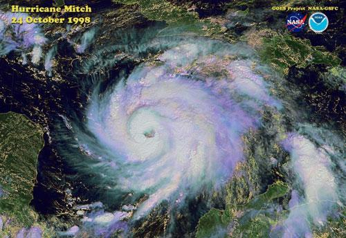 Điểm những cơn bão khổng lồ khiến con người run sợ - Hình 1