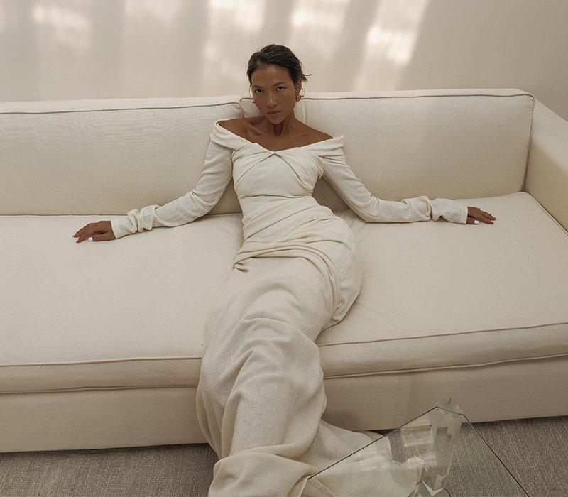 Giải nghệ 10 năm, cựu siêu mẫu lấy chồng Tây vẫn giữ thần thái ngút ngàn trong bộ ảnh mới - Hình 1