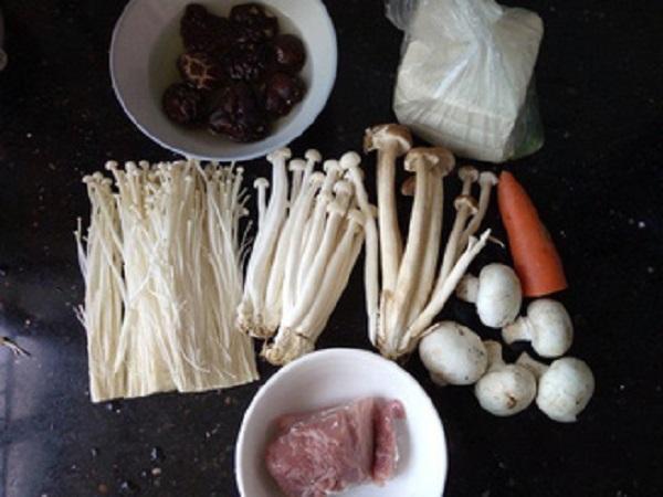 Hóa ra có một cách nấu canh nấm ngon thần sầu mà ai cũng có thể làm - Hình 1