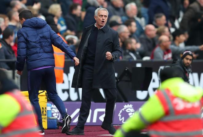 Kane: Mourinho sẽ giải cơn khát danh hiệu 11 năm của Tottenham - Hình 1