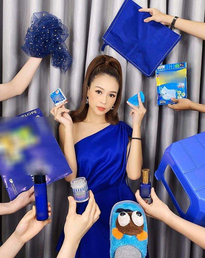 Sau Chi Pu, đến lượt hotgirl Sam bám trend ton sur ton của các cô cậu học trò đang gây bão khắp MXH - Hình 1