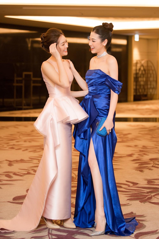 Tú Anh, Huyền My diện váy xẻ cao ngút khoe chân dài gợi cảm - Hình 13