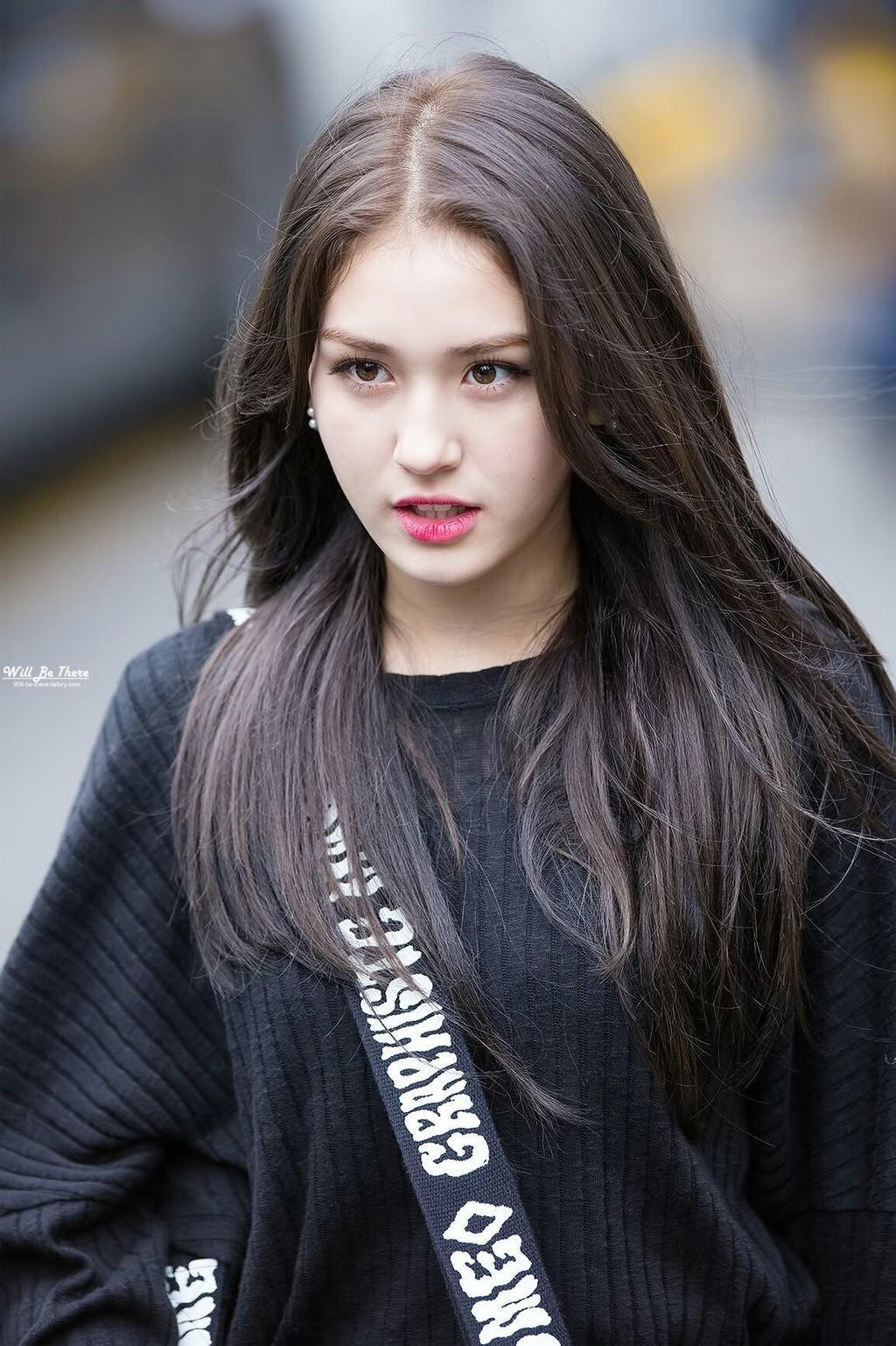 Vẻ đẹp lai của những nữ thần tượng Kpop - Hình 4