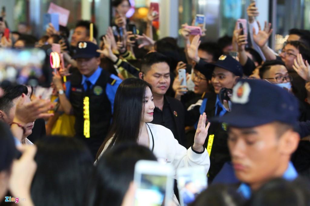 Nhan sắc các cô gái TWICE, Red Velvet ở đời thường khi tới Việt Nam - Hình 9
