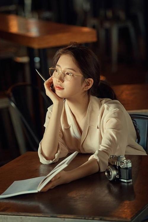 Những kiểu tóc xinh tôn nét đẹp của cô nàng đeo kính - Hình 11