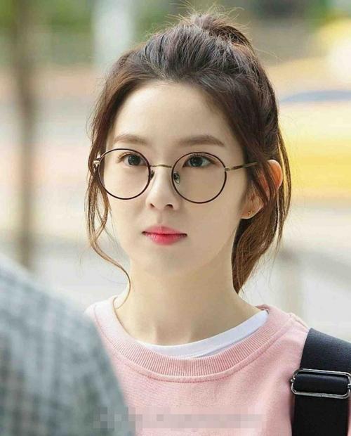 Những kiểu tóc xinh tôn nét đẹp của cô nàng đeo kính - Hình 1
