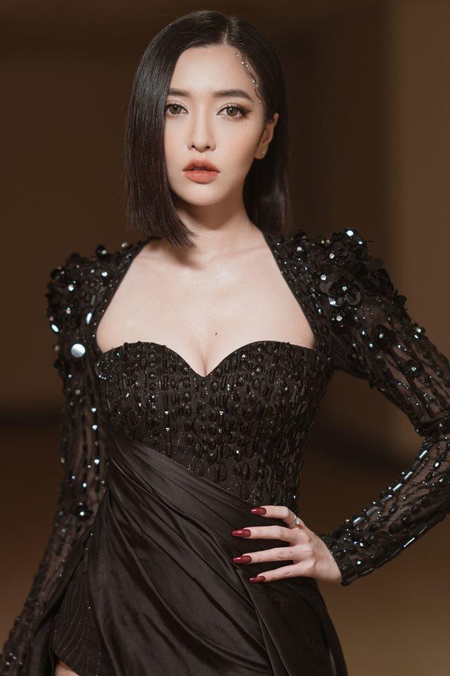 Cận cảnh nhan sắc xinh đẹp đỉnh cao của Bích Phương tại lễ trao giải AAA - Hình 4
