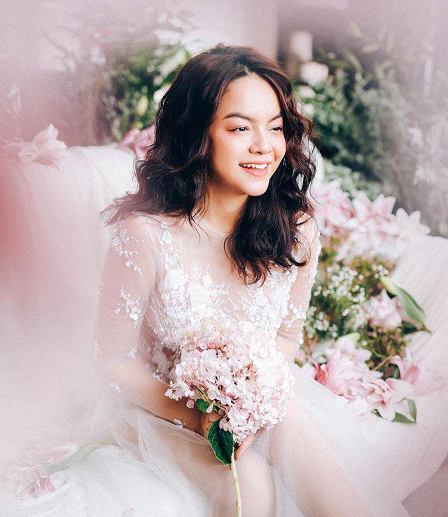 Được fan tích cực đẩy thuyền với Noo Phước Thịnh, Phạm Quỳnh Anh bất ngờ diện váy cưới lung linh như cô dâu - Hình 1