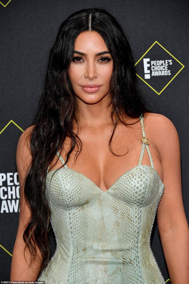 Kim Kardashian: Cô hầu gái của Paris Hilton mặc đồ chùa ngày nào giờ đã thành bà hoàng đế chế xâm chiếm Hollywood - Hình 2