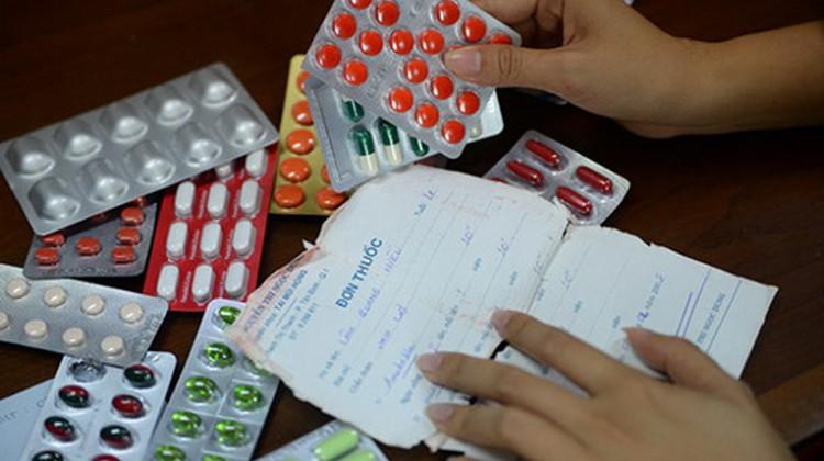 Nhập viện do tái sử dụng đơn thuốc - Hình 1