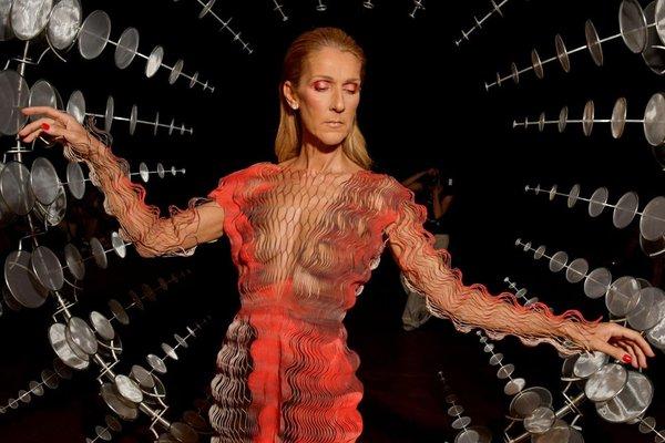 Album mới của Celine Dion có gì đặc biệt mà lại giúp diva huyền thoại thống trị lại Billboard 200 sau 17 năm? - Hình 2