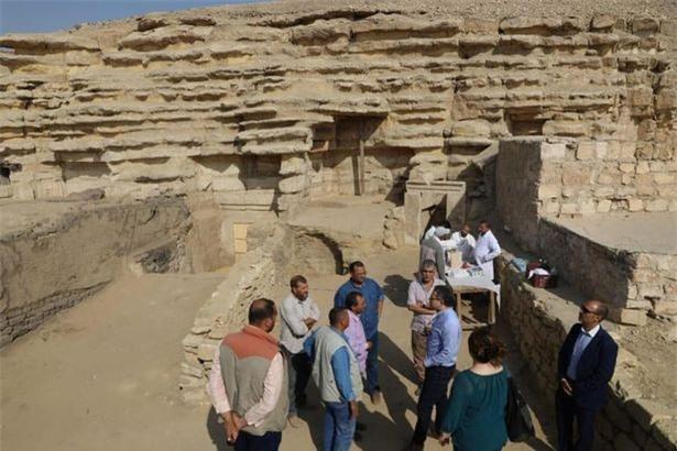 Khai quật kim tự tháp, phát hiện xác ướp khổng lồ gây sốc - Hình 1