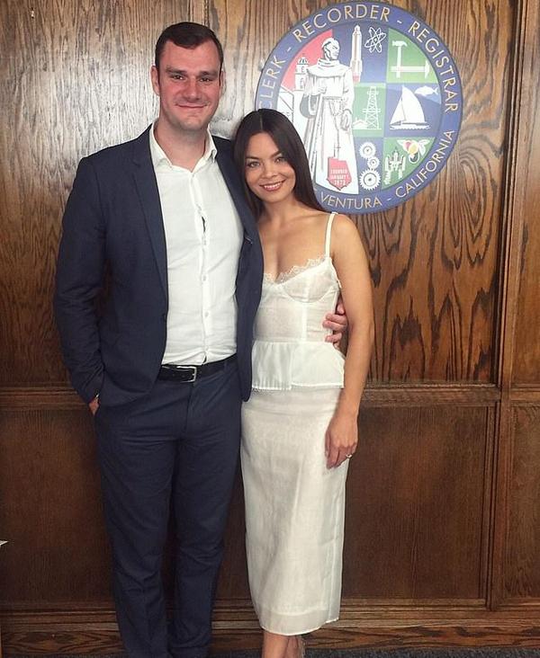 Con trai chủ Playboy cưới nữ diễn viên Harry Potter - Hình 1