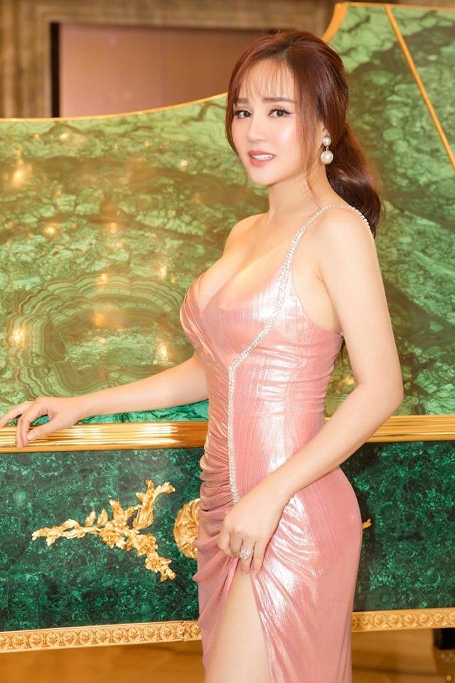 Hương Giang - Như Vân nhiều lần khán giả ngộp thở vì váy áo gợi cảm, tưởng như chạm khẽ là rơi - Hình 9