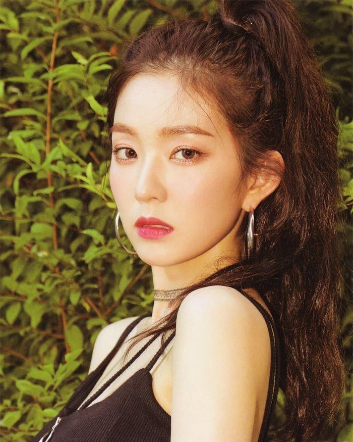 Khám phá bí kíp làm nên vẻ ngoài trẻ trung không tuổi của Irene - Hình 1