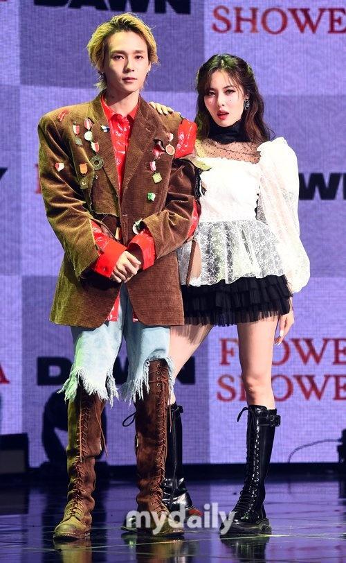 Màn đối đầu đáng yêu của KPop chính thức lộ diện: HyunA cuốn hút với Flower Shower, Dawn cực ngầu cùng Money - Hình 2