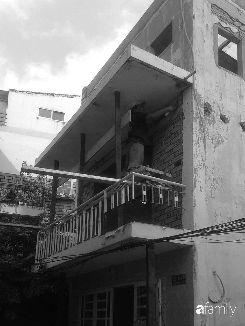 Nhà phố ở Sài Gòn chỉ rộng vỏn vẹn 17m² nhưng đẹp không góc chết sau khi được cải tạo lại - Hình 2