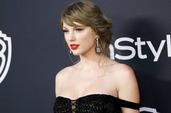 Tạp chí âm nhạc danh tiếng gây tranh cãi khi cho rằng Taylor Swift sánh ngang huyền thoại Michael Jackson ở mảng này! - Hình 1