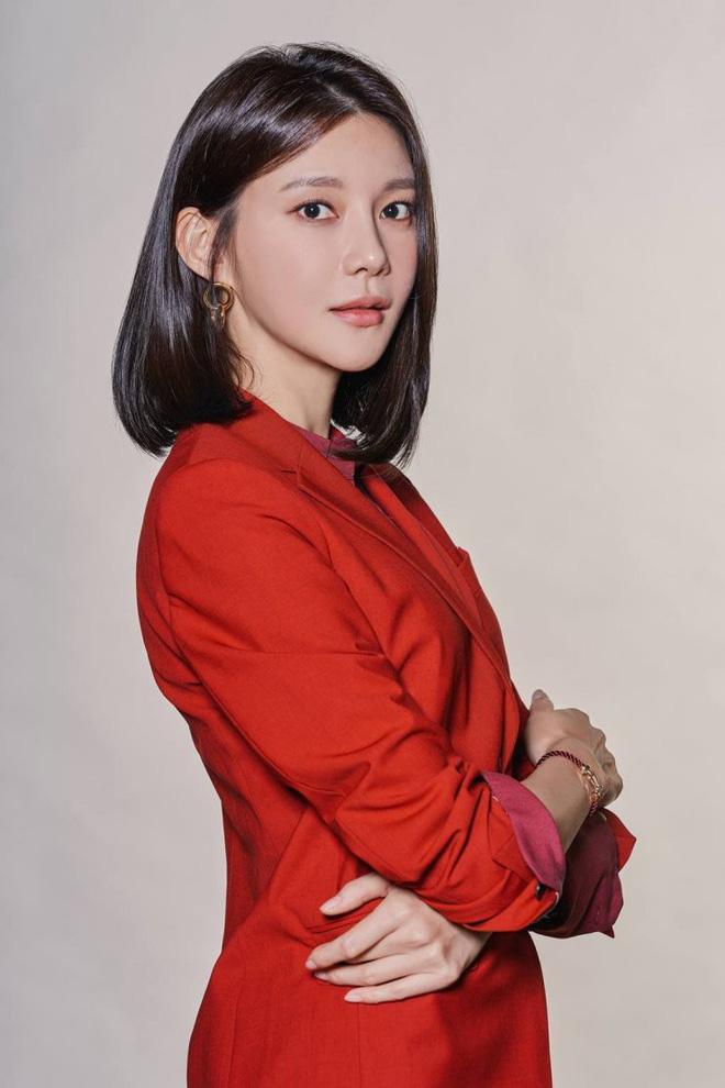 Đường đua phim Hàn tháng 11: Chị đại Ha Ji Won hứa hẹn so kè cực căng với dàn sao nam hùng hậu - Hình 2