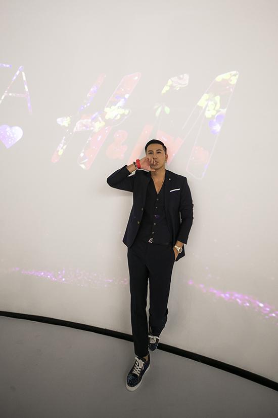 Jun Vũ mặc đầm xẻ ngực - Hình 11