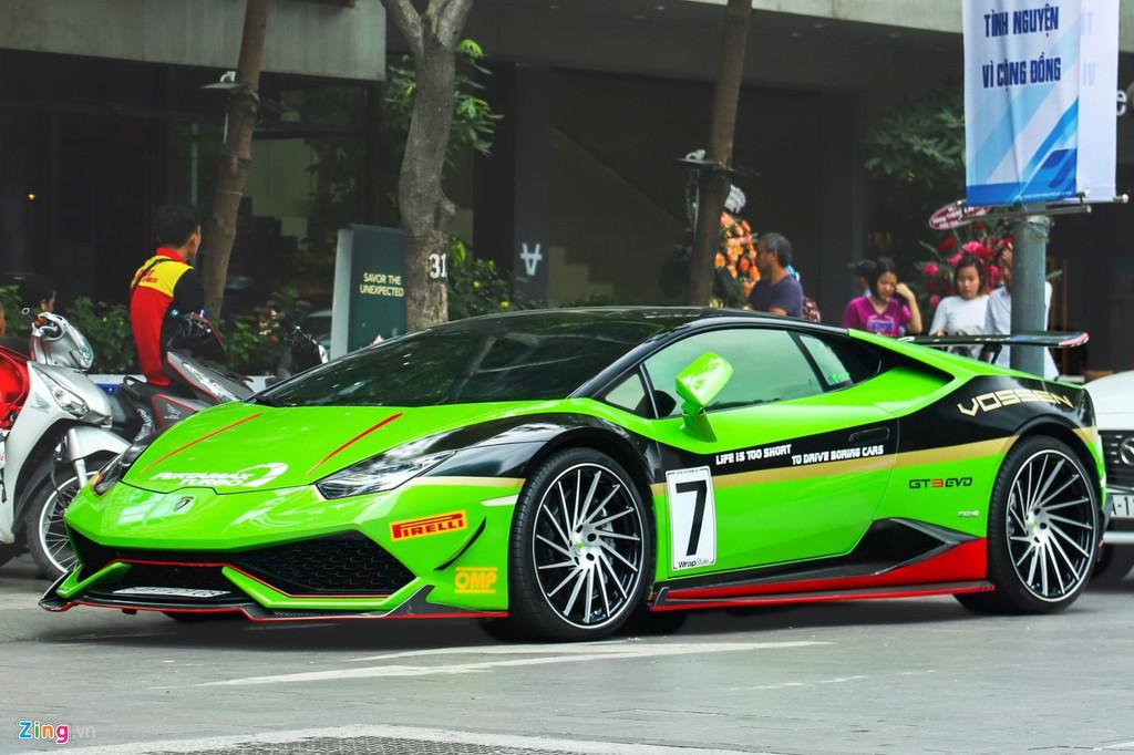 Lamborghini Huracan khoác áo xe đua GT3 tại TP.HCM - Hình 1