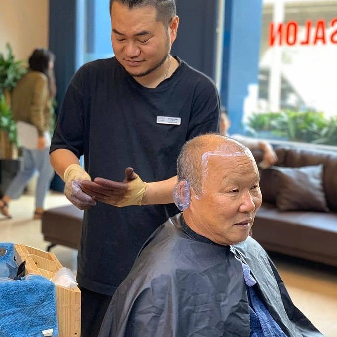 Thầy Park đi làm tóc - Hình 1