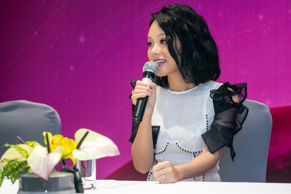 2 năm sau album Sóng hấp dẫn, Hoàng Quyên mới chịu làm liveshow - Hình 2