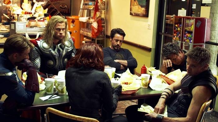 Giải mã bí ẩn việc Captain America không ăn gì trong cảnh shawarma của The Avengers - Hình 2