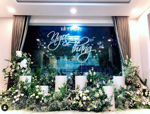 HOT: Không gian lễ vu quy tại nhà cô dâu Đông Nhi, ngập tràn màu xanh so với sắc đỏ tại nhà chú rể Ông Cao Thắng - Hình 1