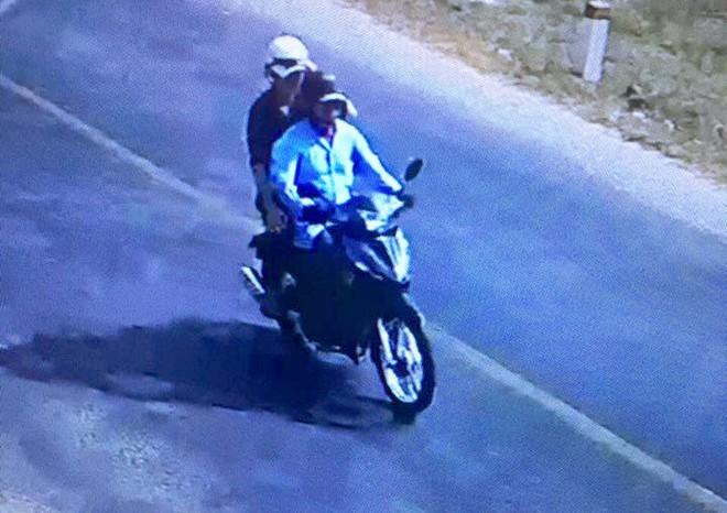 Ông lão 73 tuổi bị siết cổ cướp xe máy - Hình 1