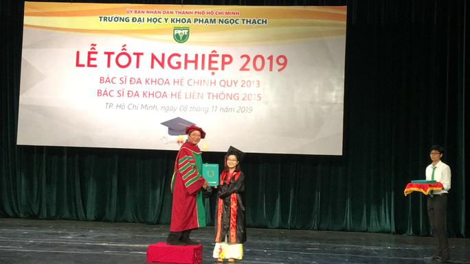 100% tân bác sĩ tốt nghiệp Trường ĐH Y Khoa Phạm Ngọc Thạch được phân công nhiệm sở - Hình 1