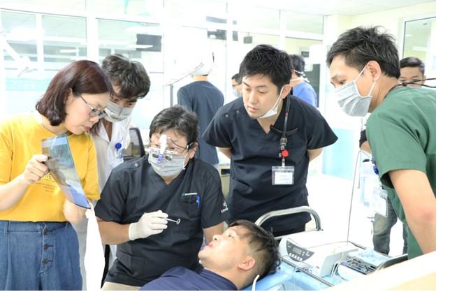 18 bệnh nhân được cấy ghép răng implant miễn phí - Hình 1