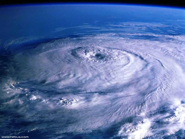 Bão hình thành thế nào, vì sao mắt bão lại là nơi 'bình yên' nhất? - Hình 1