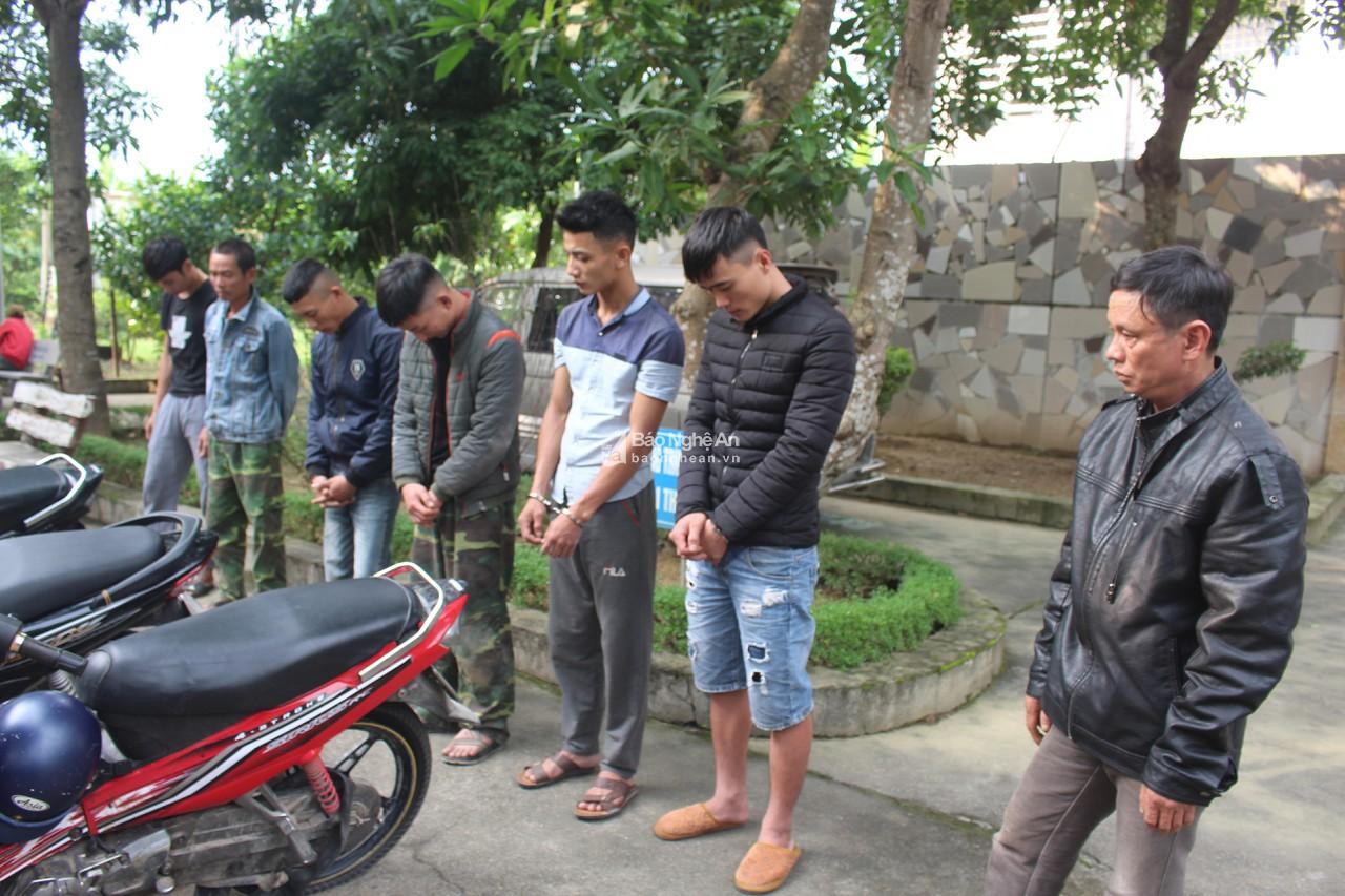 Bắt ổ nhóm mang theo vũ khí nóng thực hiện 70 vụ câu trộm chó ở Nghệ An - Hình 1