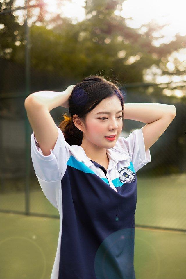 Chỉ diện đồng phụ thể dục của trường, nữ sinh ĐH vẫn Ngân hàng khiến bao người đốn tim với ngoại hình vô cùng xinh đẹp - Hình 1