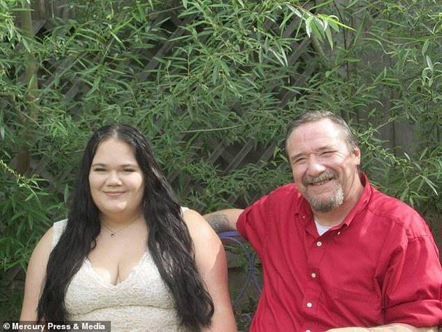 Cô gái 19 đem lòng yêu bạn của mẹ hơn mình 29 tuổi: Chồng tôi bị bảo là ấu dâm - Hình 1