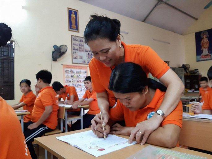 Cô Giáo 26 Năm Tìm ánh Sáng Cho 300 đứa Trẻ Nhiễm Chất độc