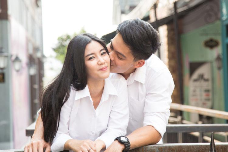 Đàn ông chỉ cần hôn 4 điểm này, phụ nữ lạnh lùng đến mấy cũng phải nhũn như con chi chi - Hình 2