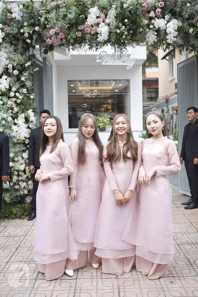 Dàn phù dâu mặc áo dài đẹp nhất đám cưới sao Việt, cô dâu tương lai nên tham khảo để có những bức hình đẹp mê li - Hình 2