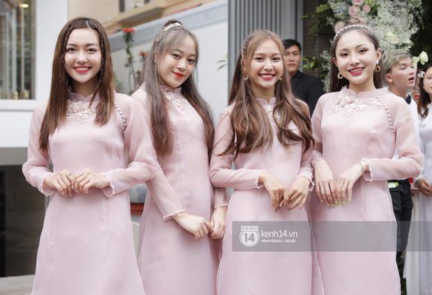Dàn phù dâu mặc áo dài đẹp nhất đám cưới sao Việt, cô dâu tương lai nên tham khảo để có những bức hình đẹp mê li - Hình 1