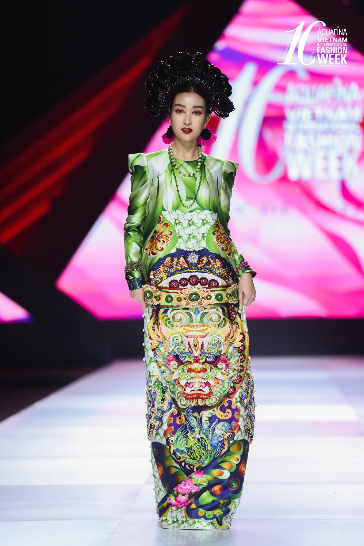 Điểm sáng khiến giới mộ điệu trầm trồ tại Tuần lễ Thời trang Quốc tế Việt Nam 2019 - Hình 4